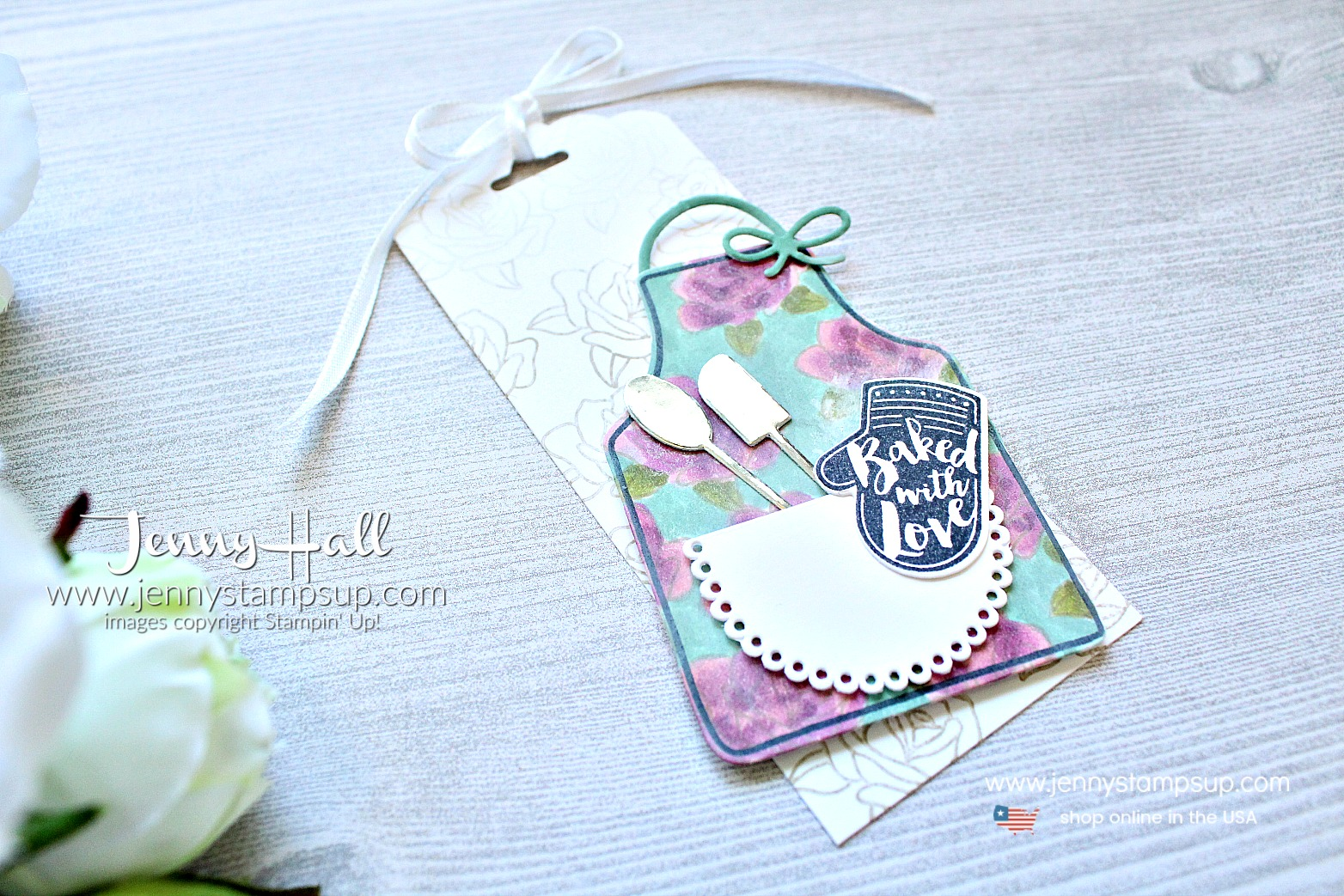 Apron of Love gift tag and box created by Jenny Hall at www.jennyhalldesign.com for #stamping #cardmaking #diy #crafts #craftsforkids #apronoflove #giftpackaging #giftbox #wwyschallenge #stampinup #jennyhall #jennyhalldesign #jennyhallstampinup #jennystampsup #youtuber #tutorial #lifestyle #mothersdaygift